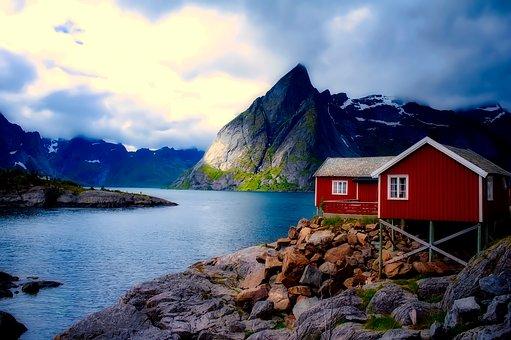 Norwegen_-_Haus_am_Fjord