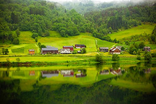 Norwegen_-_grüne_Landschaft